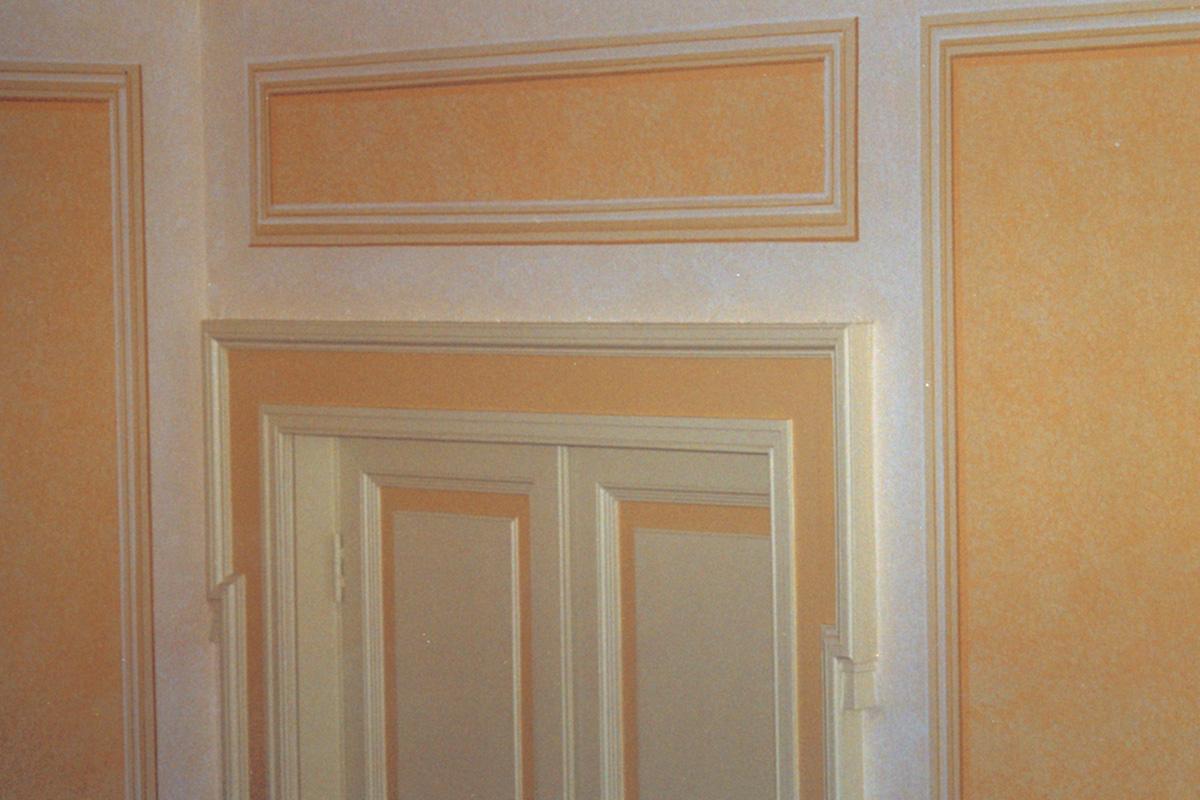 Cornici dipinte per pareti finti bassorilievi e boiserie for Cornice adesiva per pareti